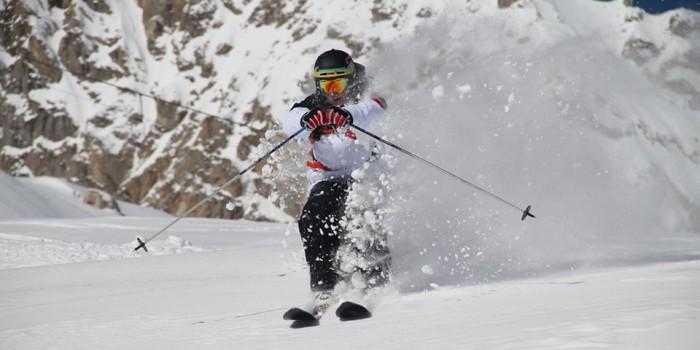 Marco Tortoni skiing