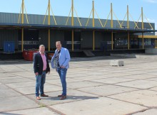 Andre Visser and Eric Idema in front of the new EDC building