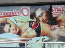 Shopping Window the Screaming O